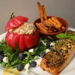 Zoete verse aardappelfriet en zalm uit de Airfryer met gevulde tomaat met tonijnvulling ala Marc Jacobs